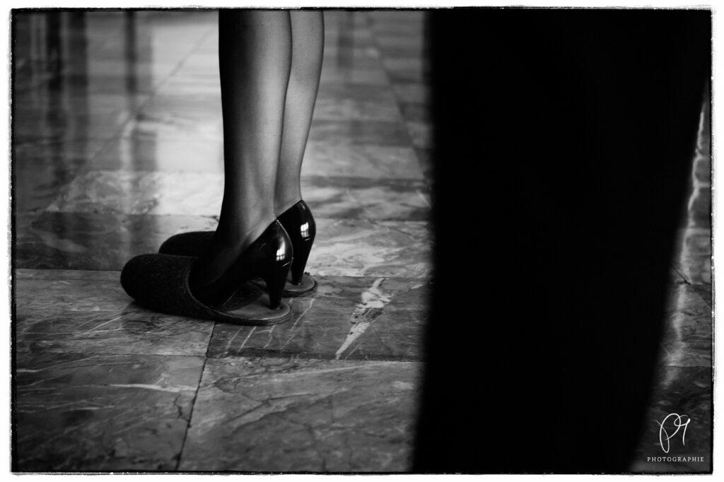 ilzpantoffeln sind eigentlich nicht das richtige Schuhwerk für eine Hochzeit, besonders nicht für die Damen.