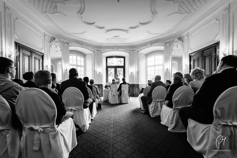 Ein Hochzeitsfoto aus dem Schloss Eicherhof in Leichlingen. Es zeigt den Trauungssaal. Dieses Foto ist ein Teil einer Hochzeitsreportage.